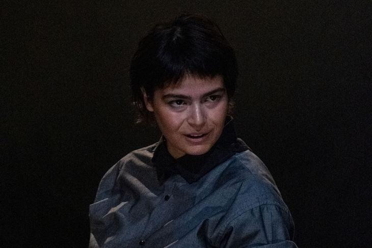 Maruška Aras u prizoru iz predstave (Snimila Adrijana Vidić)