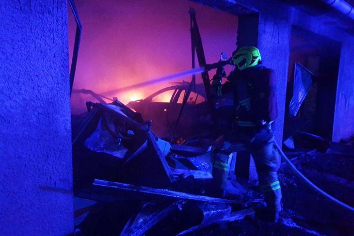 Izgorjela s dva automobila u vlasništvu treće osobe (JVP Rovinj)