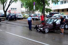 Prometna nesreća u Radićevoj ulici u Puli (Snimio Dejan Štifanić)