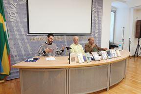 Matija Jelača, Igor Grbić i Omer Rak na susretu u pulskoj knjižnici