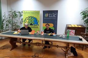 Sonja Brhanić i Neven Ušumović u pulskoj Sveučilišnoj knjižnici (Snimila Vanesa Begić)