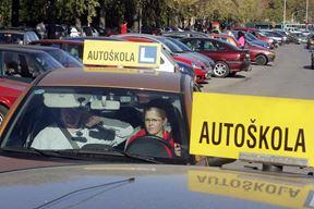 301006 zagreb ilustracija za autoskole kenedyev trg autoskola foto goran mehkek -desk-