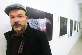 Dejan Štifanić na njegovoj prethodnoj izložbi 2020.
